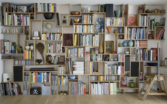 wall-of-shelving-by-studiomama-via-apt-therapy